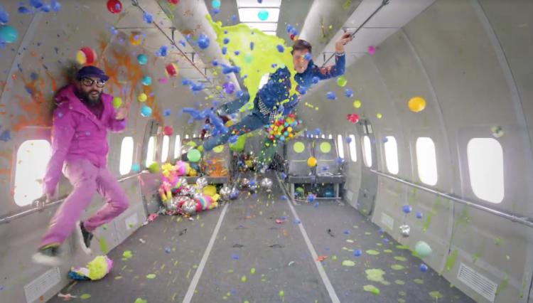 il nuovo video degli OK Go, girato a gravità zero